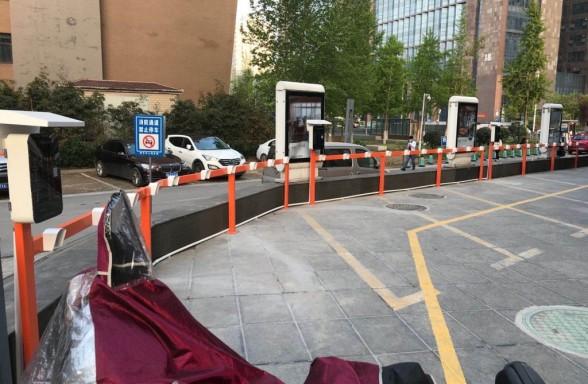 郑州昌原亚克力面板10路智能充电桩小区安装现场