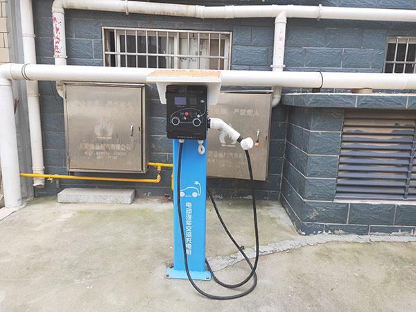 菏泽文景文苑小区电动汽车7kw220v汽车充电桩安装案例图